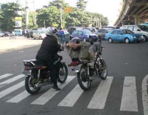 Foto-foto lucu pengendara motor di Indonesia